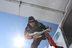 Freifall mit Luftgitarre
